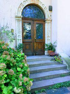 Mooie oude deur van de villa