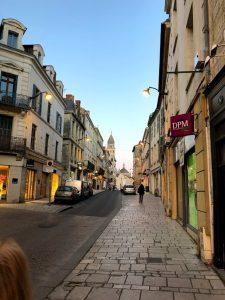 Centrale straat door Périgueux